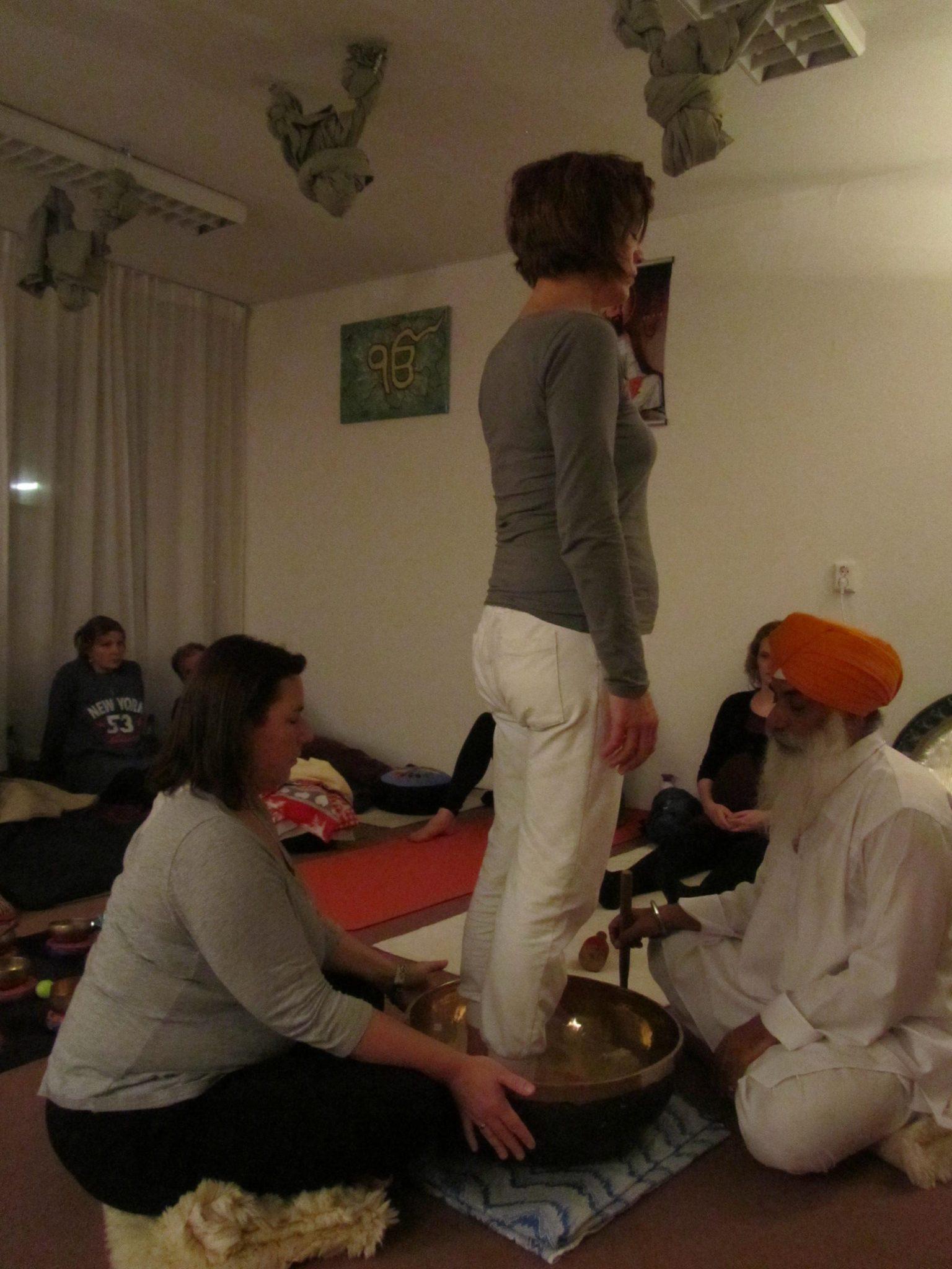 Kristallen klankschalen en gong meditatie - Yogastudio Gurbatschan Amersfoort