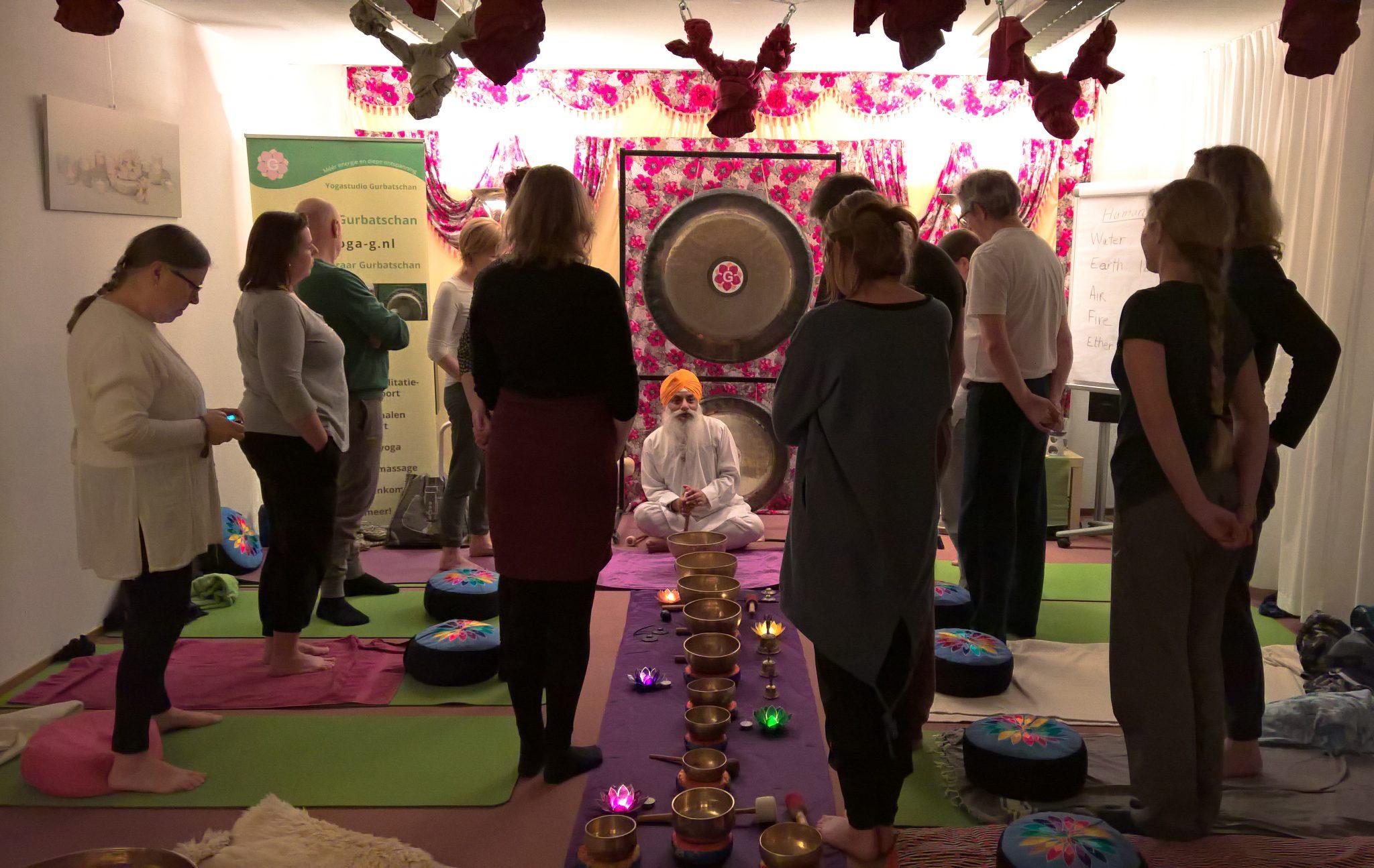Gong en klankschalen healing meditatie - Yogastudio Gurbatschan Amersfoort